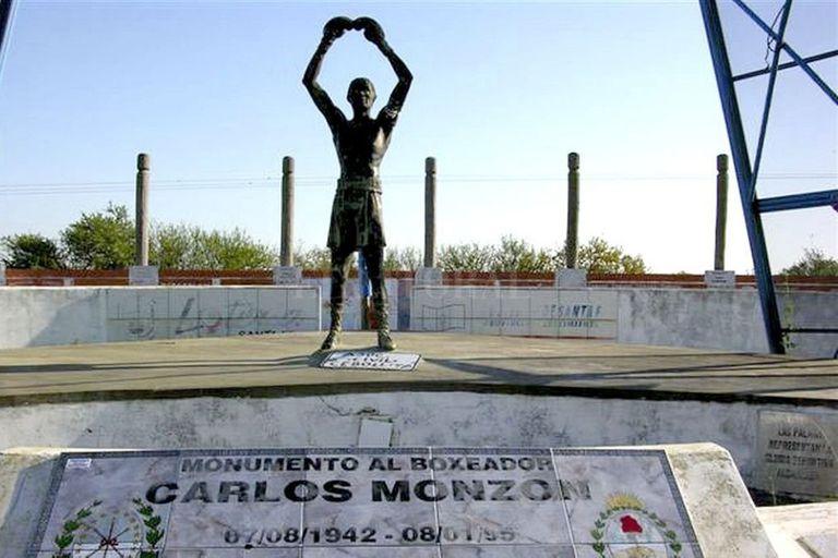La estatua de Carlos Monzón, del artista plástico Roberto Favaretto Forner, no volverá a verse al público