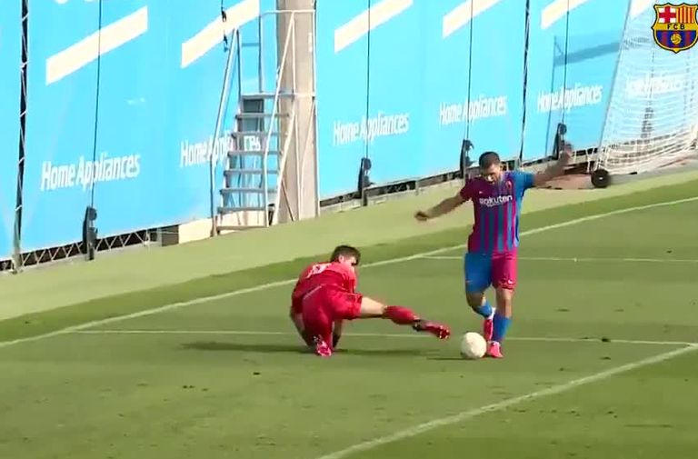 El primer gol de Kun Agüero con Barcelona, en un amistoso con Cornella
