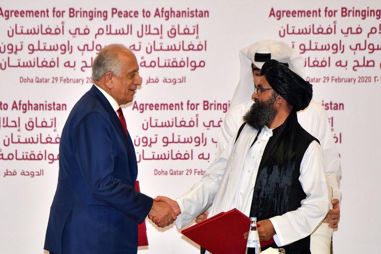 EE.UU. y los talibanes firman un histórico acuerdo de paz para Afganistán