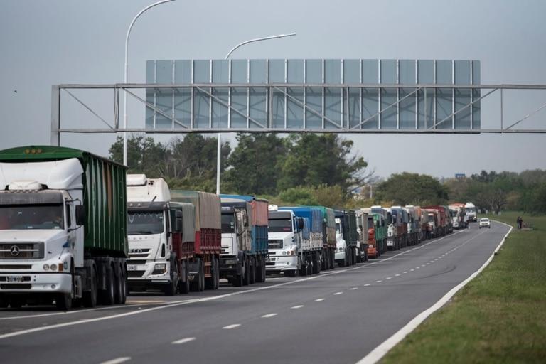 Según la Bolsa de Comercio de Rosario, hay un ingreso récord de maíz, con 1,032 millones de toneladas. El arribo de camiones con cereal creció de los 16.508 para esta época de 2020 a 17.194 unidades