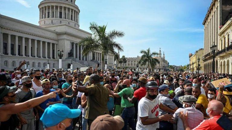 Las protestas se iniciaron en la ciudad de San Antonio de los Baños, en el suroeste de La Habana y se extendieron por todo el país