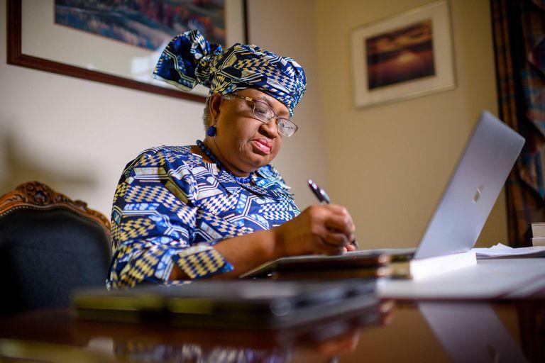 A sus 66 años, la nigeriana Ngozi Okonjo-Iweala se convirtió en la primera mujer y la primera africana al frente de la Organización Mundial del Comercio, una institución casi paralizada por las disputas comerciales en el orden global