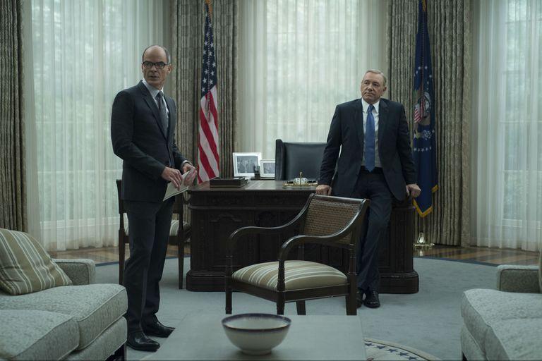 Doug Stamper (Michael Kelly) junto a Francis Underwood (Kevin Spacey).