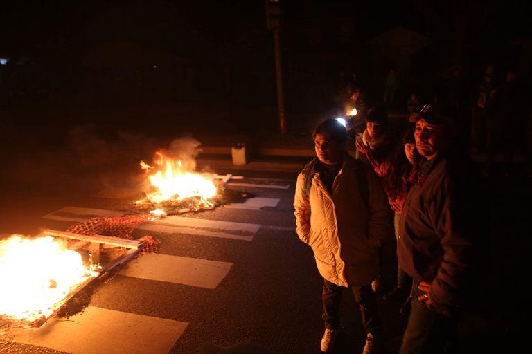 Piquetes en La Plata: 12.000 usuarios sin luz por más de dos días