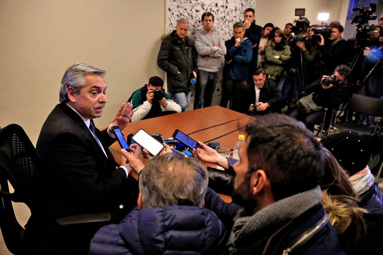 Alberto Fernández esta tarde durante la charla con la prensa