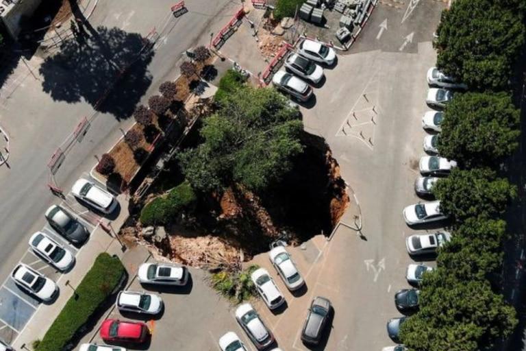 En Jerusalén colapsó el estacionamiento de un Hospital y se tragó varios autos, la policía descartó víctimas fatales