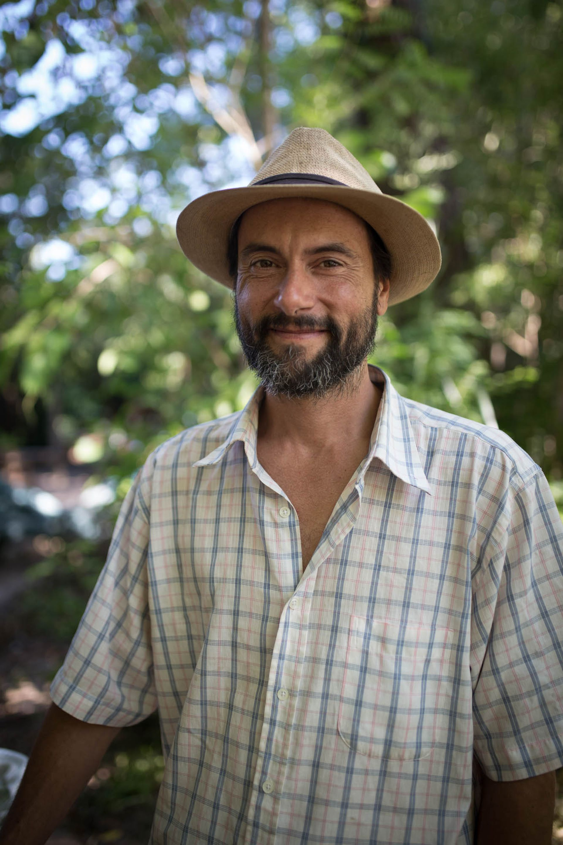 """Sebastián (43). Fruticultor y panadero. """"Me gusta la libertad, la lejanía del sistema."""""""