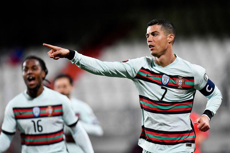 Cristiano Ronaldo festeja su gol durante el partido clasificatorio para la Copa del Mundo 2022 entre Portugal y Luxemburgo.