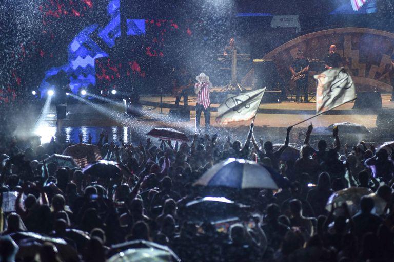 Cosquín 2019: Abel Pintos brindó un recital épico bajo la lluvia