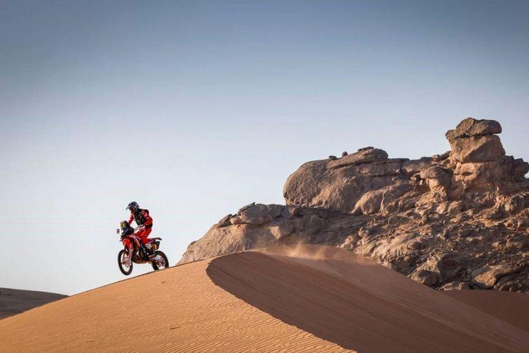 04/01/2021 AMP. Rally/Dakar.- Triunfo y liderato de Barreda y Sainz cede en la segunda etapa del Dakar. El piloto madrileño perdió 9 minutos con el catarí Al-Attiyah y el francés Peterhansel le arrebata la cabeza en la general