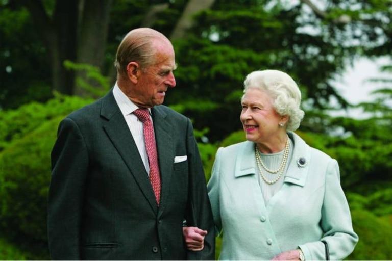 La reina Isabel y el príncipe Felipe cumplen 73 años de casados