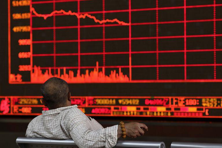Las bolsas de todo el mundo acusaron recibo de la decisión de Pekín