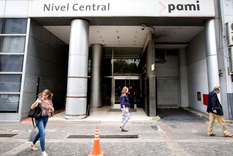 Los gremios del PAMI denunciaron casi 200 cesantías y rechazaron una suba salarial de 7%; hay paro en algunas dependencias del organismo que lidera Luana Volnovich