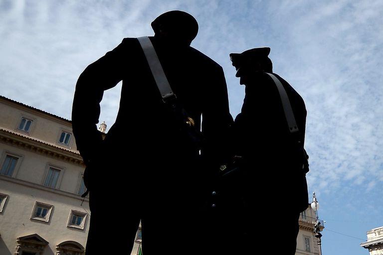 Escándalo de espionaje: arrestan a un oficial de la marina italiana in franganti entregando secretos de la OTAN a Rusia