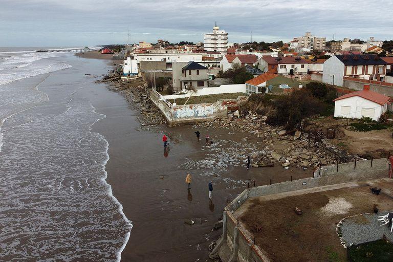 La línea de casas afectadas por las sudestadas en Mar del Tuyú