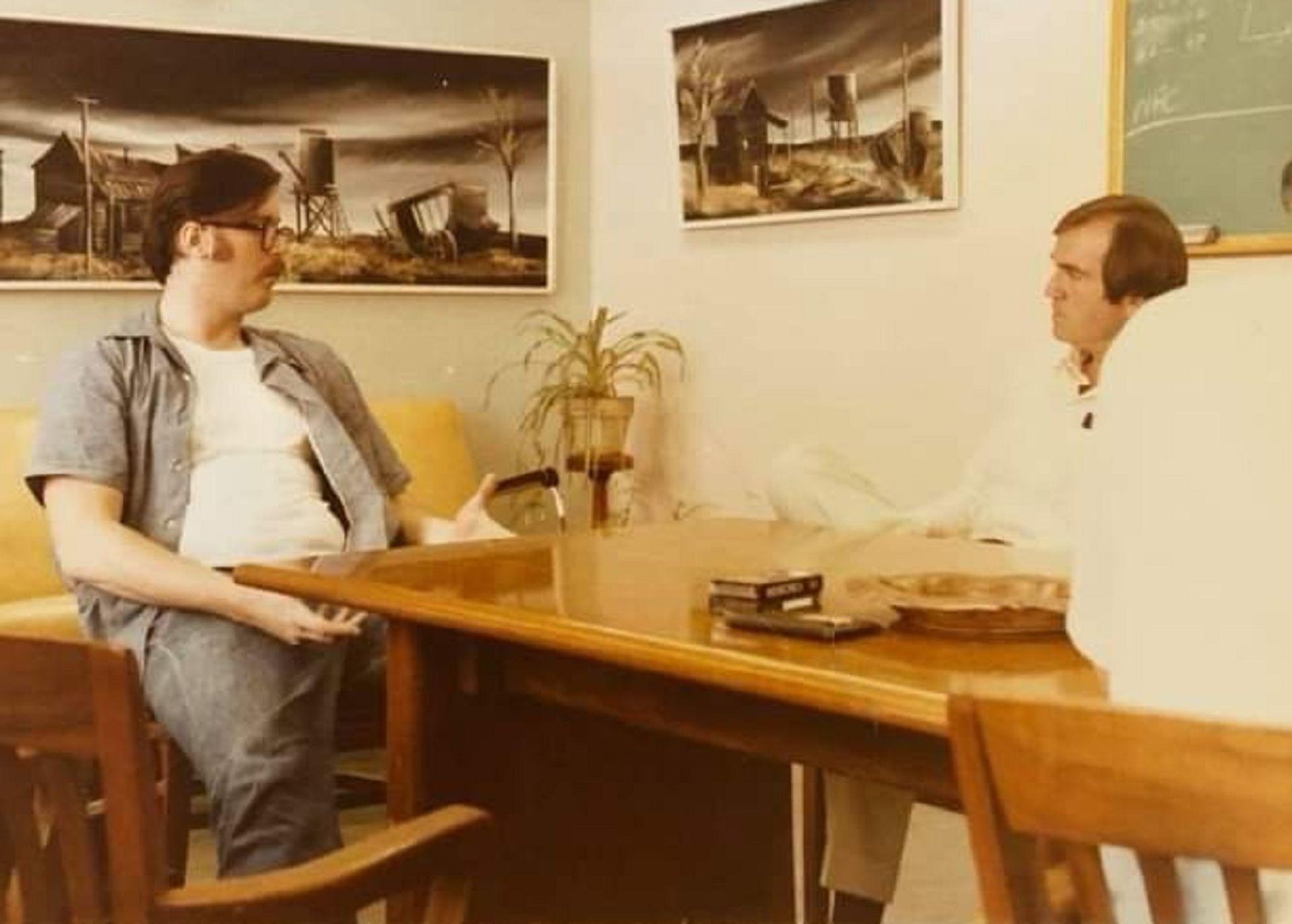 Ed Kemper, entrevistado en la cárcel por los perfiladores e investigadores de la mente criminal Robert Ressler y John Douglas