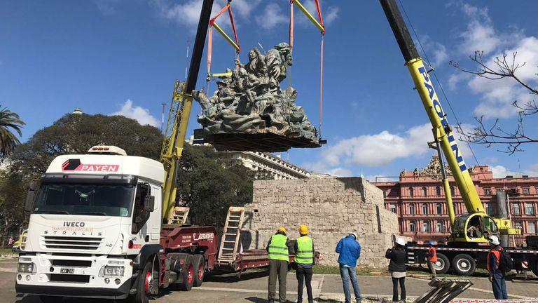 Así comenzó el operativo de traslado de monumento a Juana Azurduy