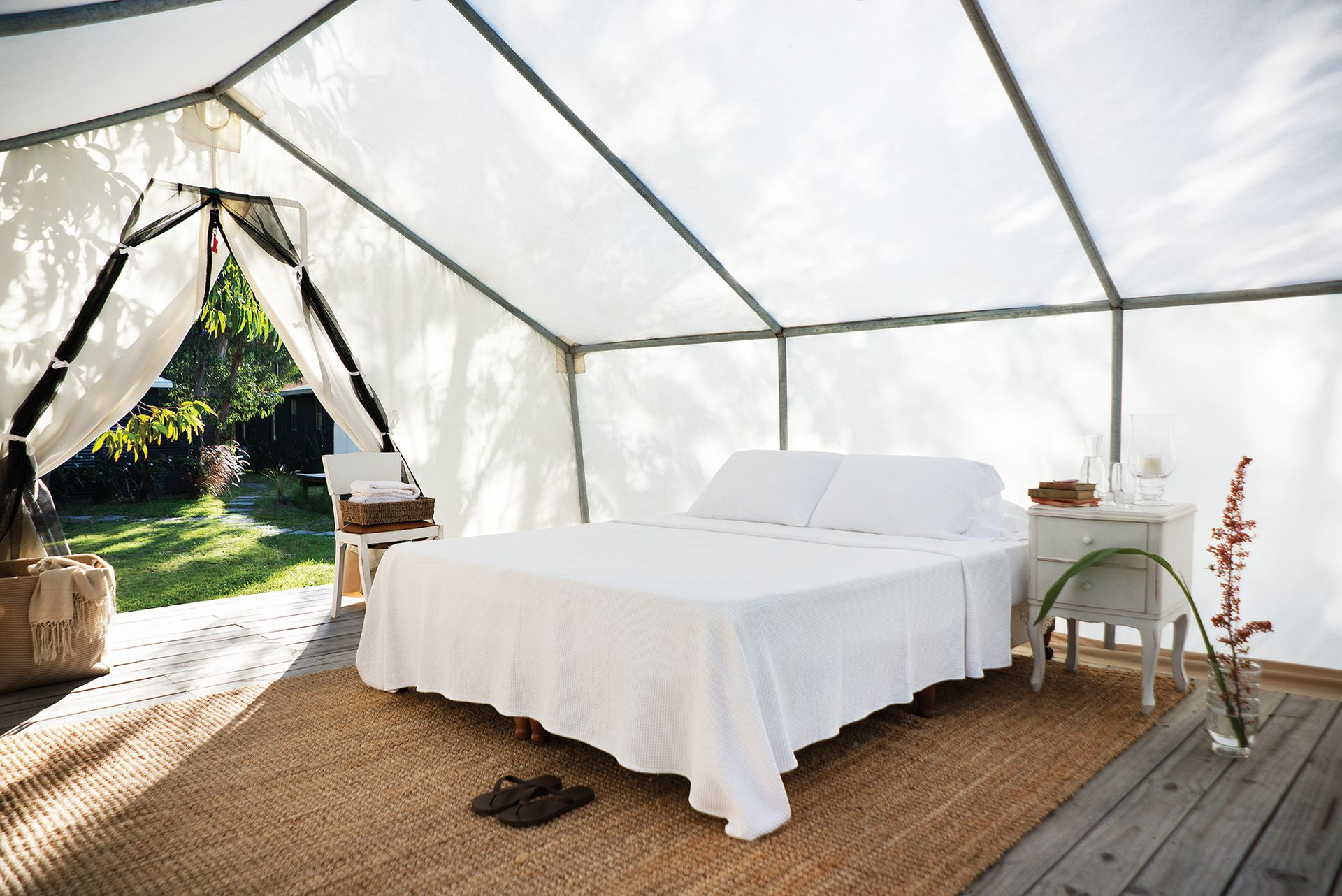 Las carpas cuentan con grandes camas matrimoniales