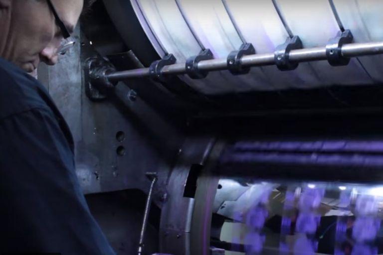 La maquinita trabaja a full para imprimir billetes que valen cada vez menos