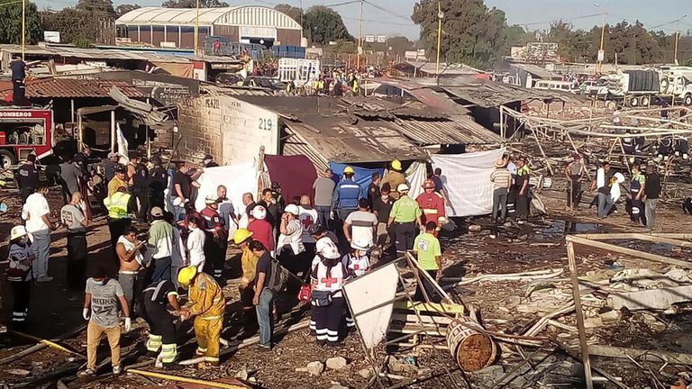 Suben a 36 los muertos tras la explosión de una fábrica de pirotecnia en México