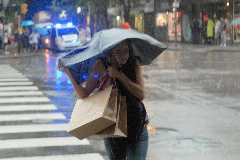 Alertan sobre tormentas y posible caída de granizo en la Ciudad, Buenos Aires, Santa Fe, Corrientes y Entre Ríos