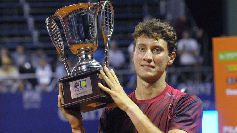 Olivo, feliz con el trofeo
