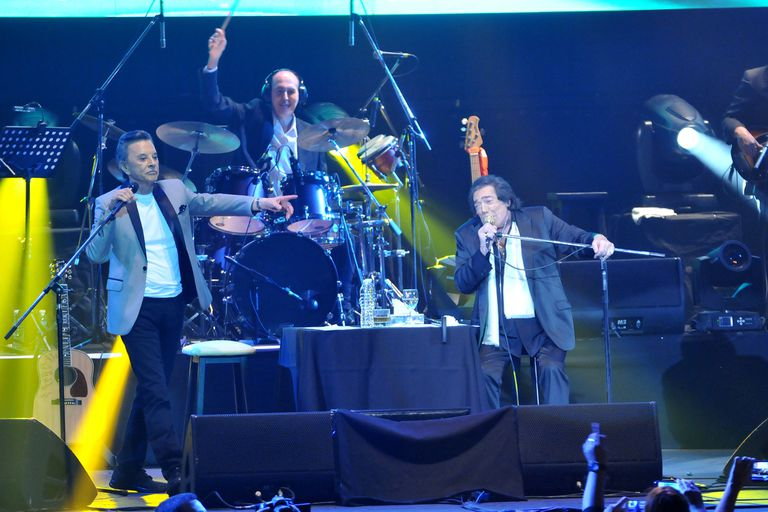 Palito Ortega y Cacho Castaña llenaron el Luna Park de famosos