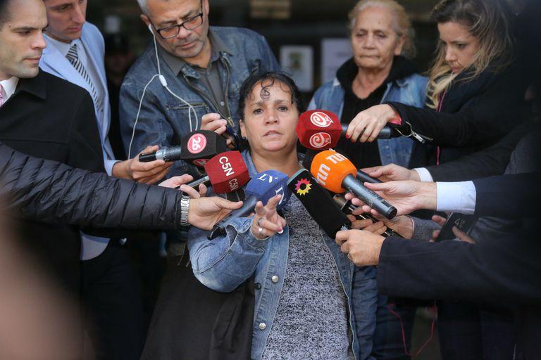 """La madre de Ricardo """"Nunu"""" Krabler, el ladrón asesinado por el médico de Loma Hermosa Lino Villar Cataldo, criticó el fallo que encontró hoy """"no culpable"""" a Cataldo"""