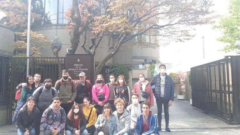 Un grupo de argentinos varados en Japón protestó frente a la embajada argentina