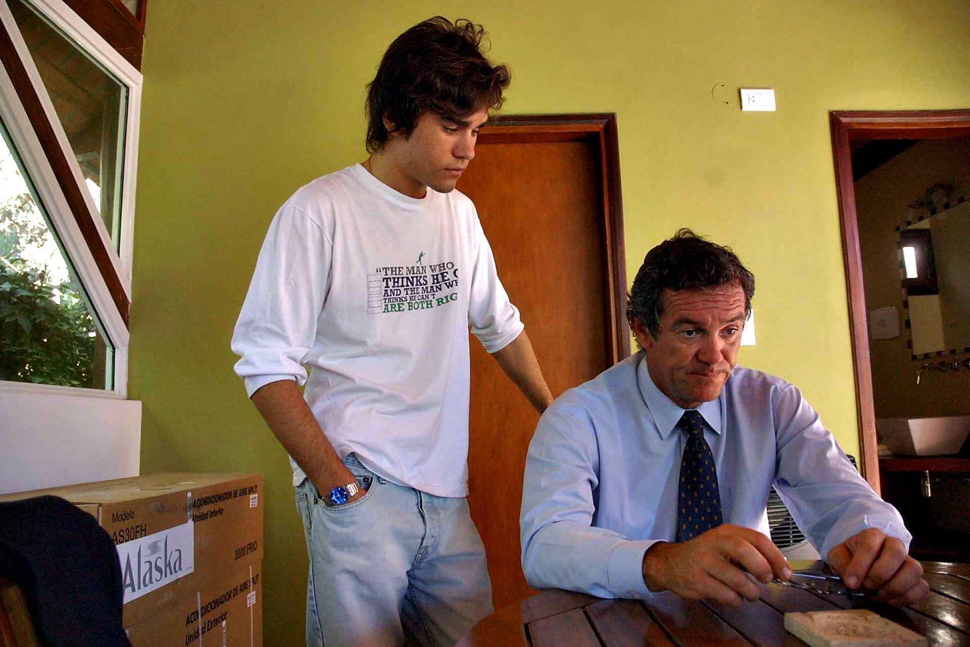 Marcelo Macarrón, viudo de Nora Dalmasso,l junto a su hijo Facundo