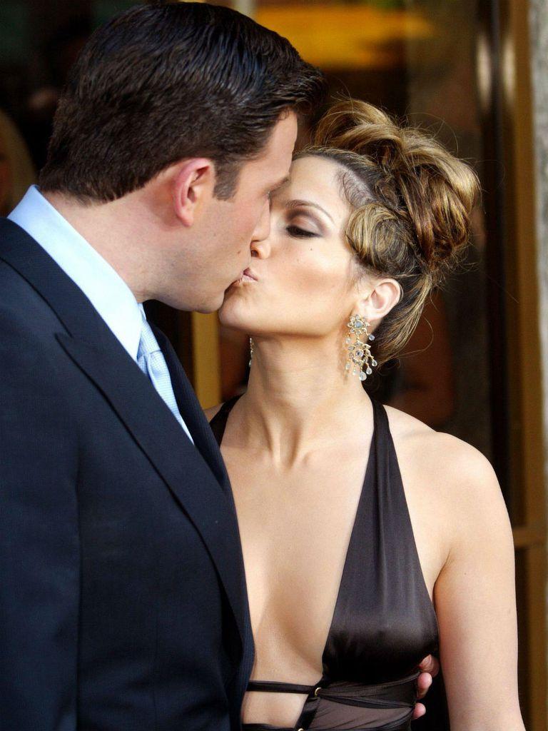 Lopez vivió un apasionado romance con Affleck de 2002 a 2004; el actor fue uno de los grandes romances de la cantante y actriz