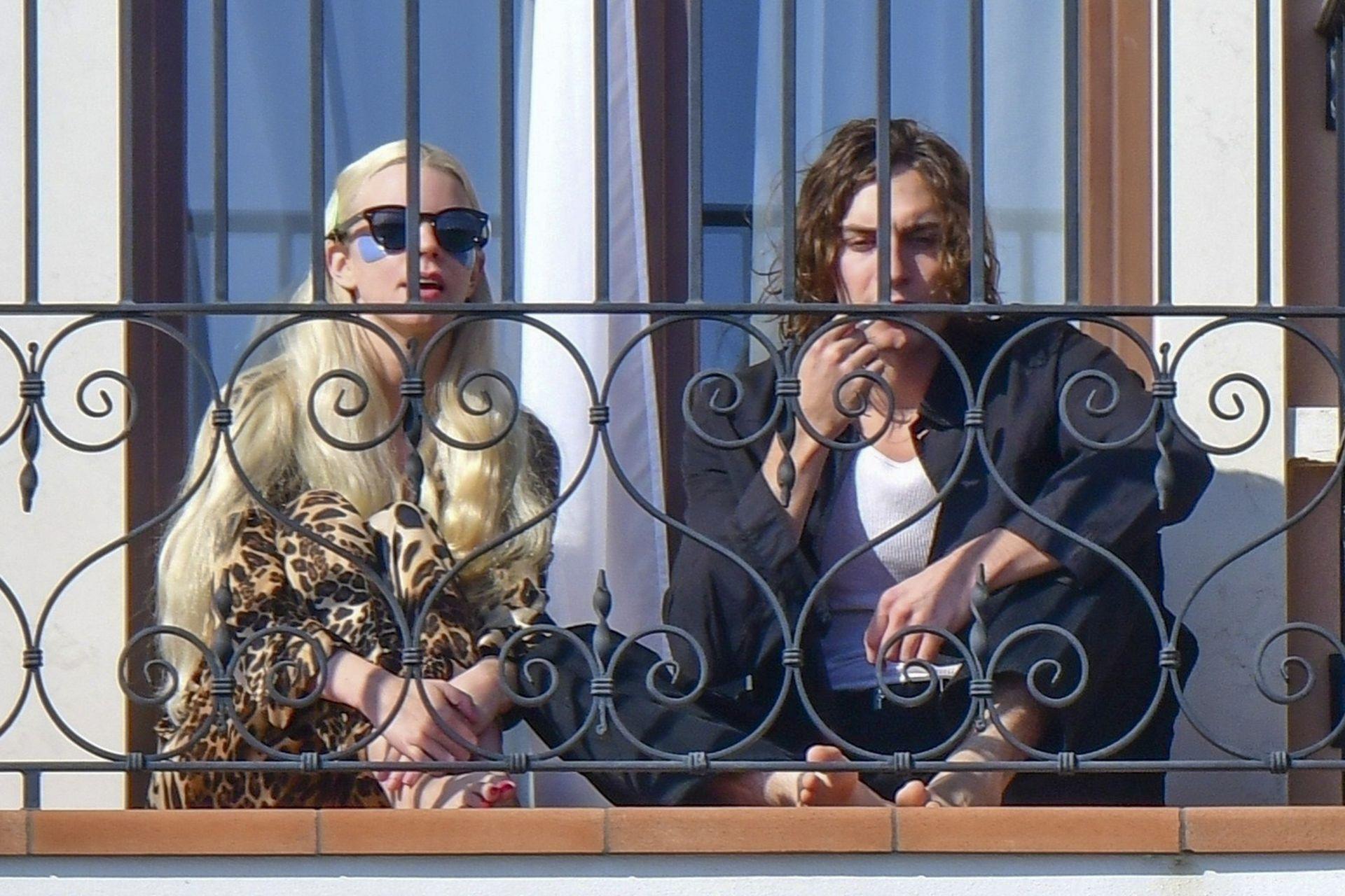 Anya Taylor-Joy y su novio, el músico y actor Malcom McRae, en Venecia