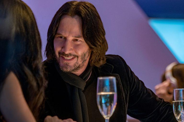 Keanu Reeves interpreta a una versión demasiado intensa de sí mismo en Quizás para siempre