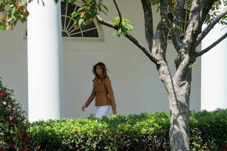 Casi sin compartir tiempo con el presidente, Melania se adapta a la Casa Blanca