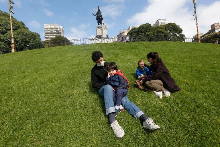 Los datos indican que la curva está descendiendo pero, según el ministro de Salud porteño, Fernán Quirós, de ahora en más puede pasar que la tendencia se sostenga, más suave y leve, con un descenso lento pero continuado, o que se vuelva a tener una cuarta subida de casos