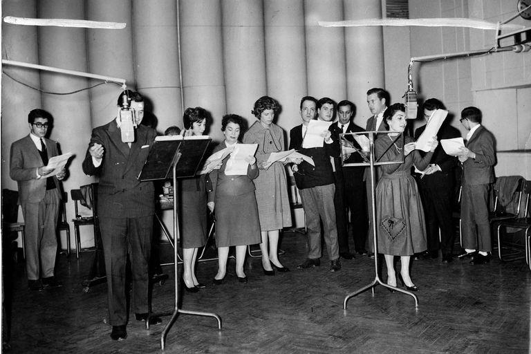 En 1960, el elenco de Las dos carátulas y su Teatro de la Humanidad