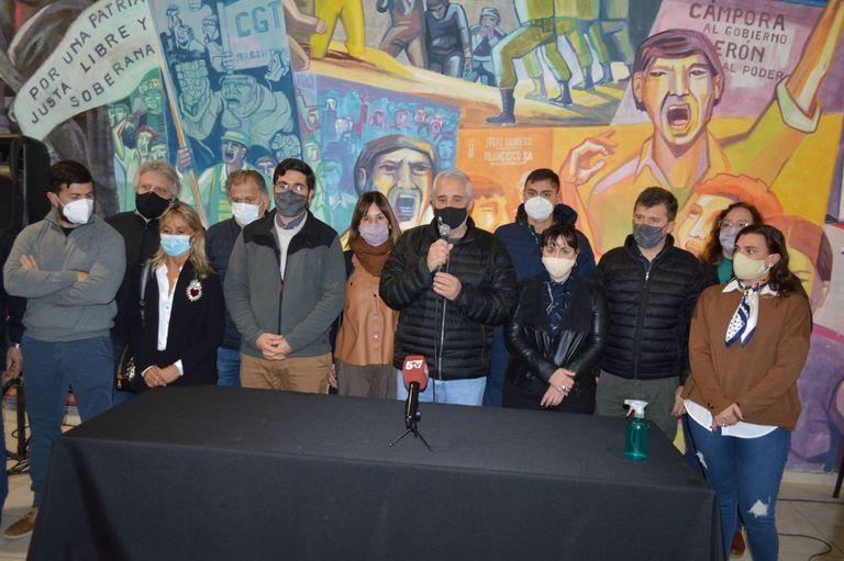 Fabián Ríos y Martín Barrionuevo, durante la conferencia de prensa tras el ataque al diputado Miguel Arias