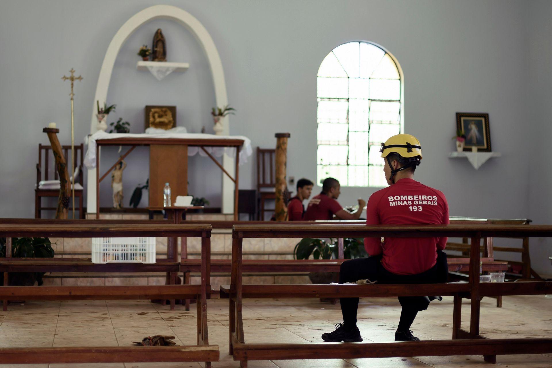 La iglesia de Corrego do Feijao se convirtió en parte del centro de comando