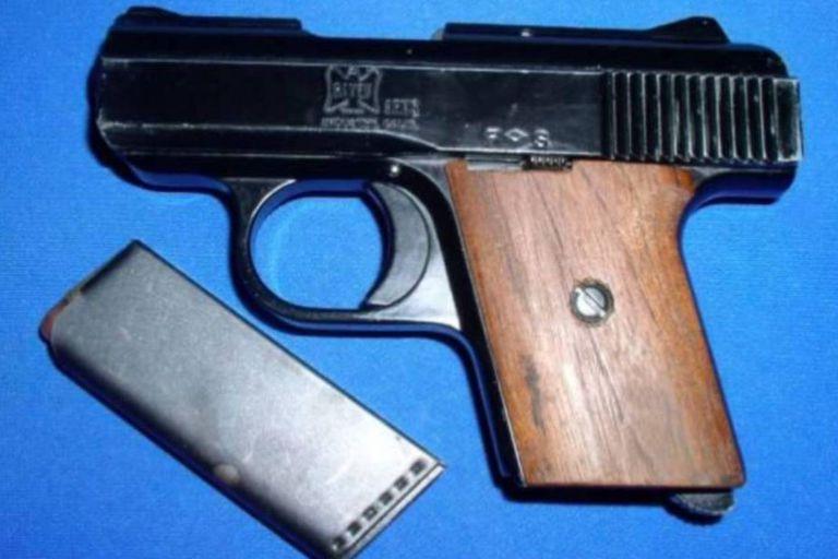 La pistola calibre .25 como la que tenía Otto Sanhuber la noche en que se produjo el homicidio de Fred Oesterreich
