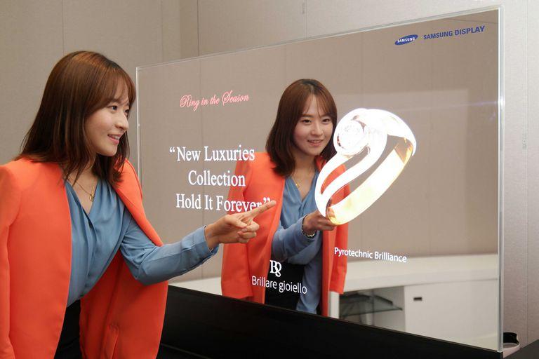 La pantalla espejo OLED de Samsung Display, que también está equipada con cámaras RealSense de Intel