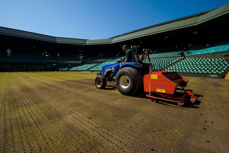 El Centre Court de Wimbledon, en agosto pasado, durante el proceso de renovación de la superficie.