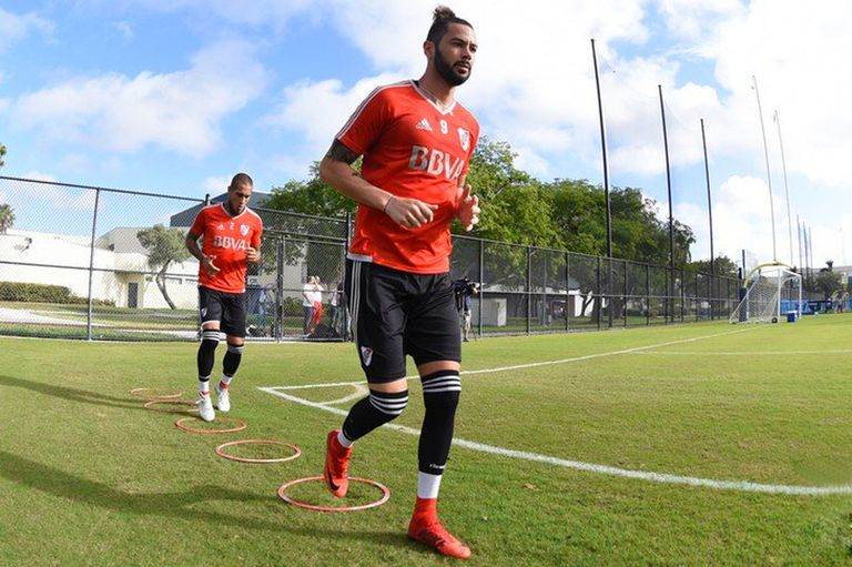 River sufre por Larrondo: volvió a lesionarse y podría dejar el fútbol