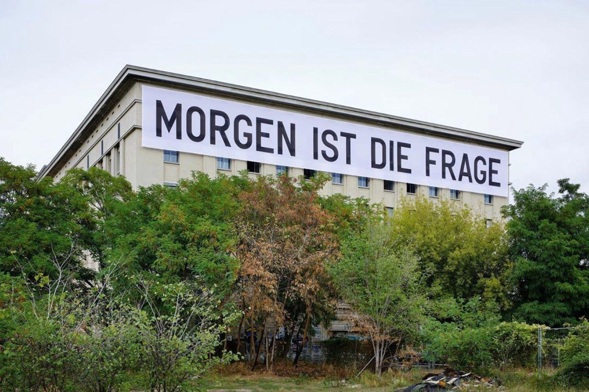 """""""Mañana es la cuestión"""", en alemán: intervención de Tiravanija en Studio Berlin, muestra actual organizada por la Fundación Boros en el club Berghain, con obras de artistas que viven y trabajan en Berlín"""