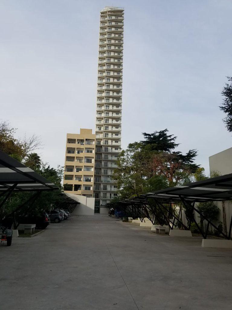 El edificio tiene 28 pisos y cuenta con 72 unidades de dos ambientes