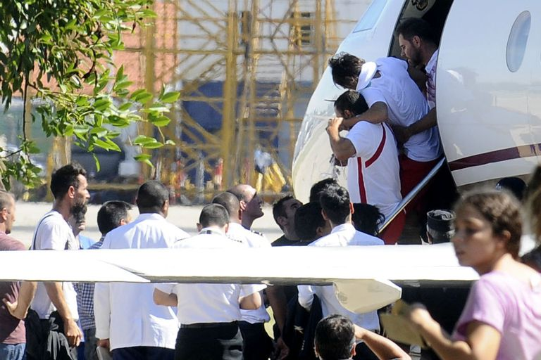 Regresaron al país los jugadores de Huracán heridos en Caracas