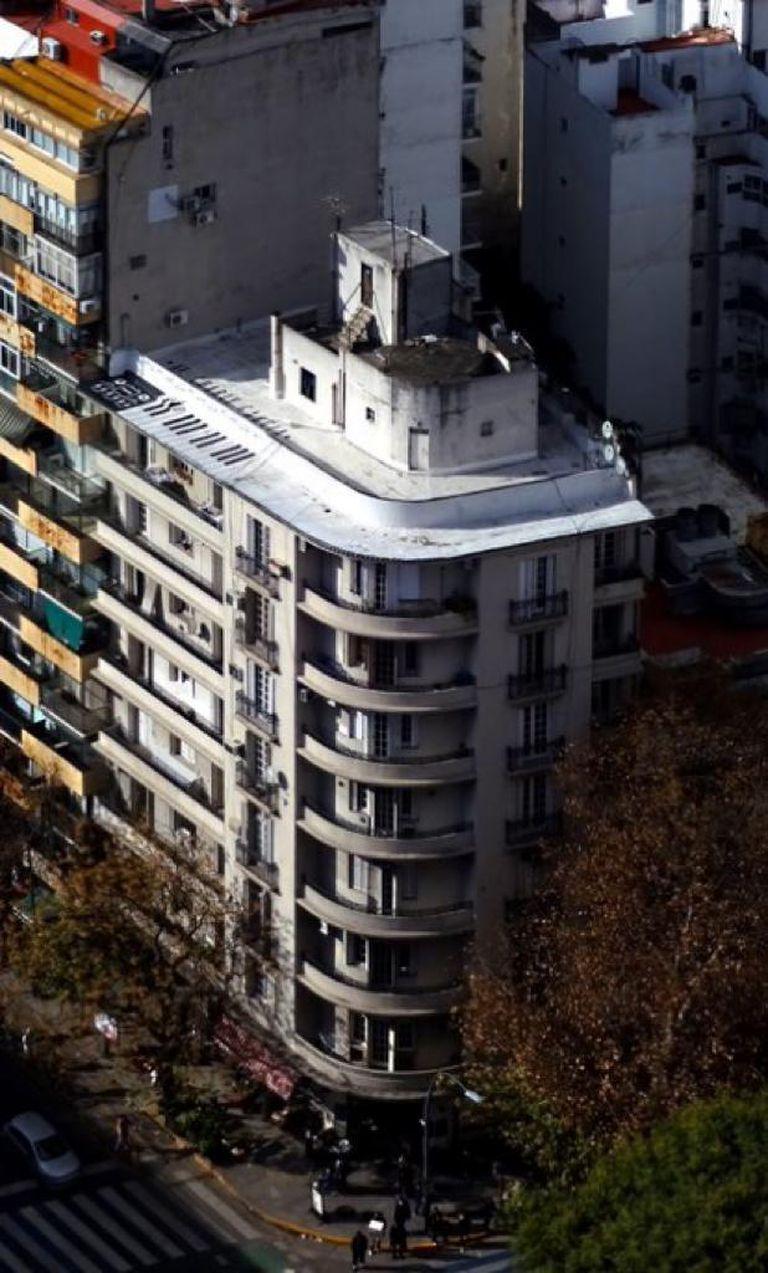 Vista aérea del edificio de Coronel Díaz y Santa Fe.