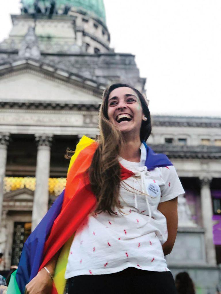 Macarena Sánchez en una marcha del orgullo. Las deportistas mujeres fueron las pioneras en hablar libremente de su sexualidad. Los casos de Imhoff, Vega y Fernández son los primeros entre los hombres