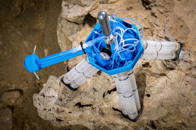 Sin partes electrónicas: crean un robot que logra caminar solo con aire