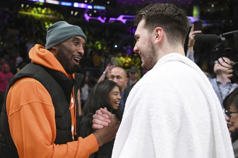 NBA. Le hablaron a Doncic en pleno partido y no pudo creer quién lo saludaba