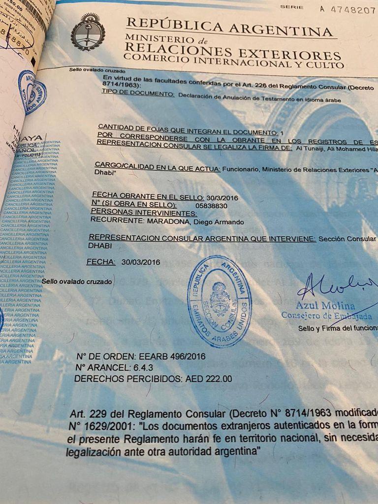 Los documentos de la revocatoria del testamento en favor de las hijas mayores de Diego Maradona